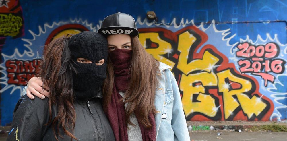 girl-power-tu-ne-peux-pas-faire-du-graffiti-tu-es-une-fille,M325916
